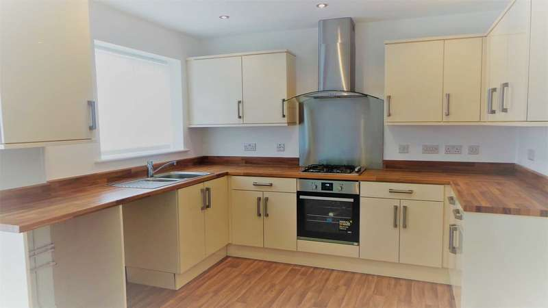 3 Bedrooms Semi Detached House for rent in MAGNA DR, Crumpsall