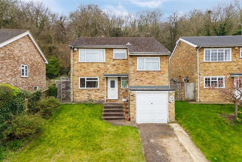 4 Bedrooms Detached House for sale in Woodside Close, Loudwater