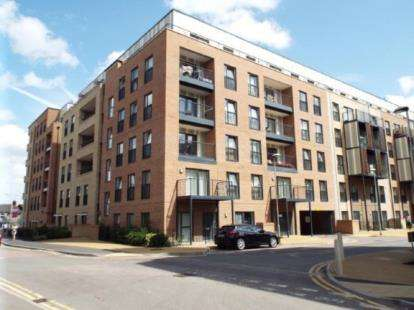 2 Bedrooms Flat for sale in Maxwell Road, Romford, Havering