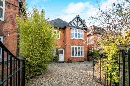 5 Bedrooms Detached House for sale in Esher Grove, Nottingham, Nottinghamshire
