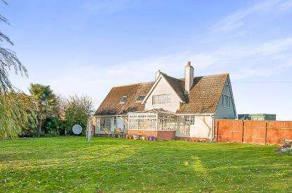 4 Bedrooms Detached House for sale in Peterborough Road, Crowland, Peterborough, Cambridgeshire