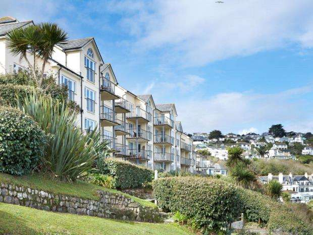 2 Bedrooms Flat for sale in Carbis Beach Apartments, Carbis Bay, St Ives, Cornwall