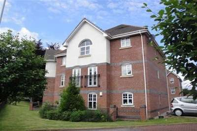 2 Bedrooms Flat for rent in Printers Close, Burnage, M19 1TL
