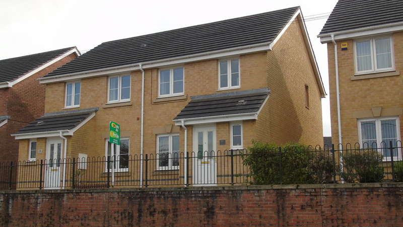 3 Bedrooms Semi Detached House for sale in Heritage Way, Llanharan, Pontyclun