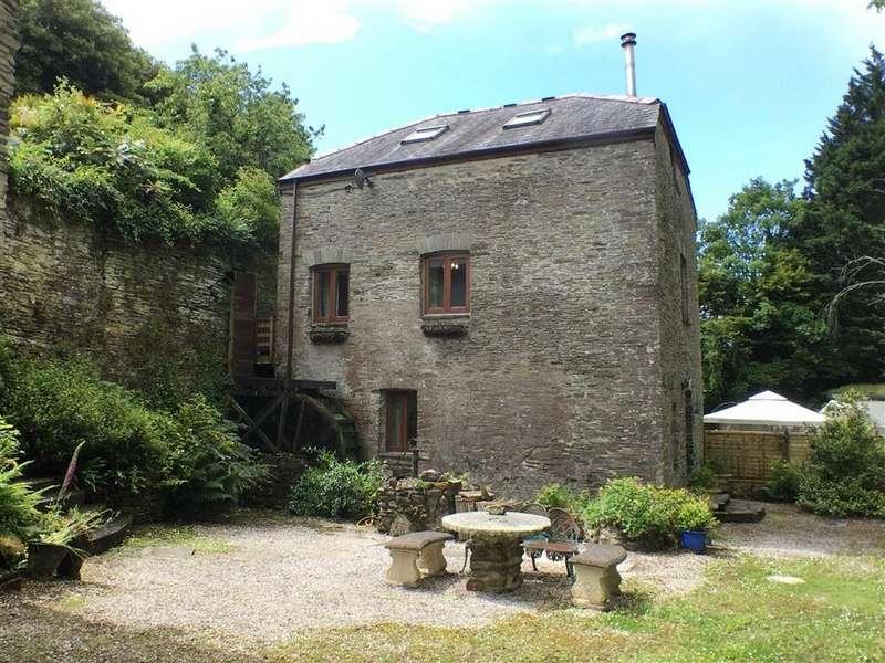 4 Bedrooms Semi Detached House for sale in Derby Road, Kingsbridge, Devon, TQ7