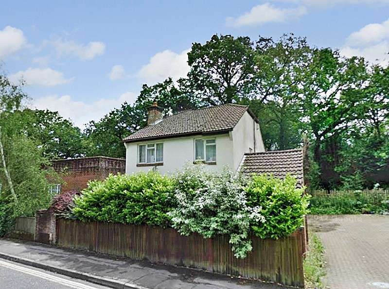 5 Bedrooms House for rent in Burgess Road, Bassett, Southampton, SO16