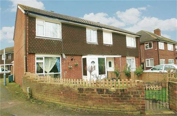 3 Bedrooms Semi Detached House for sale in Wood End Green Road, Hayes, Greater London