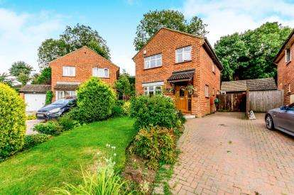 3 Bedrooms Detached House for sale in Chesterfield Cresent, Wing, Leighton Buzzard, Bedfordshire