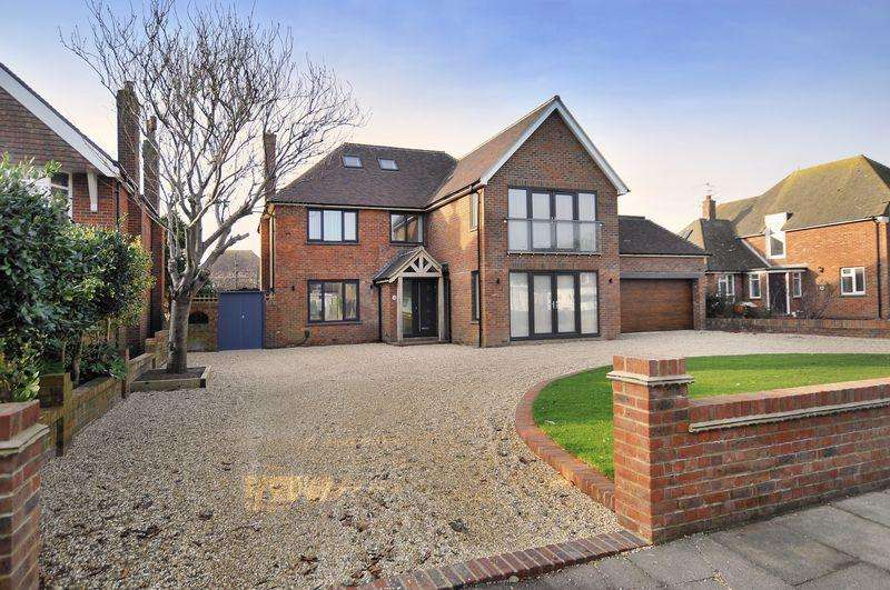 6 Bedrooms Detached House for sale in Goring Hall, Worthing