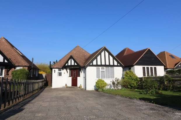 2 Bedrooms Bungalow for sale in Oldfield Road, Willingdon, Eastbourne, BN20