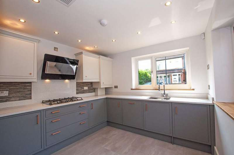 3 Bedrooms Semi Detached House for sale in Cobham Road, Walthamstow