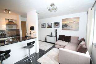 1 Bedroom Flat for sale in Swallow Close, Greenhithe, Kent
