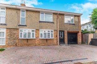 4 Bedrooms Semi Detached House for sale in Queendown Avenue, Gillingham, Kent