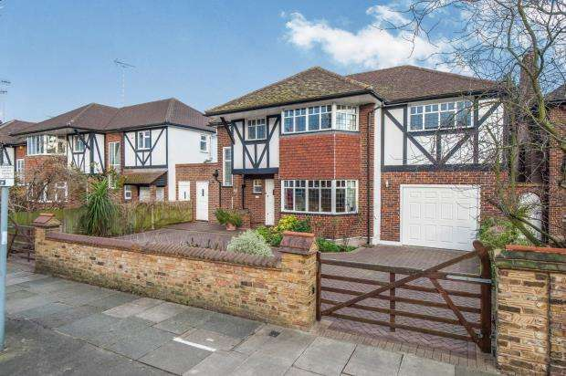 4 Bedrooms Detached House for sale in St. Margaret's, Middlesex
