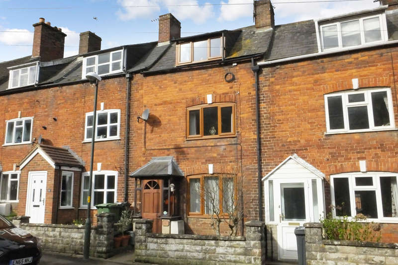 3 Bedrooms Terraced House for sale in Wotton-Under-Edge