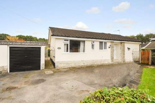 2 Bedrooms Bungalow for sale in Pennington Close, West Moors
