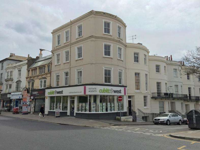 3 Bedrooms Apartment Flat for rent in Western Road, Brighton, BN1 2AA