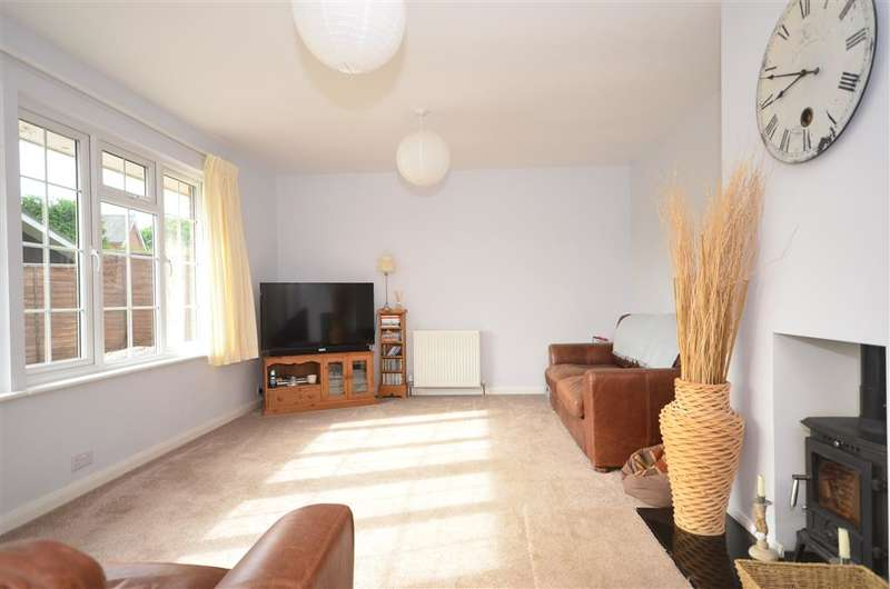 4 Bedrooms Bungalow for sale in Burley Close, Loxwood, West Sussex