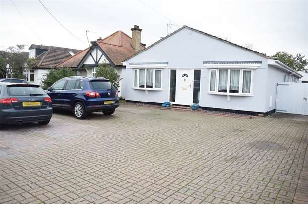 3 Bedrooms Detached Bungalow for sale in Jaywick Lane, Clacton-on-Sea, Essex