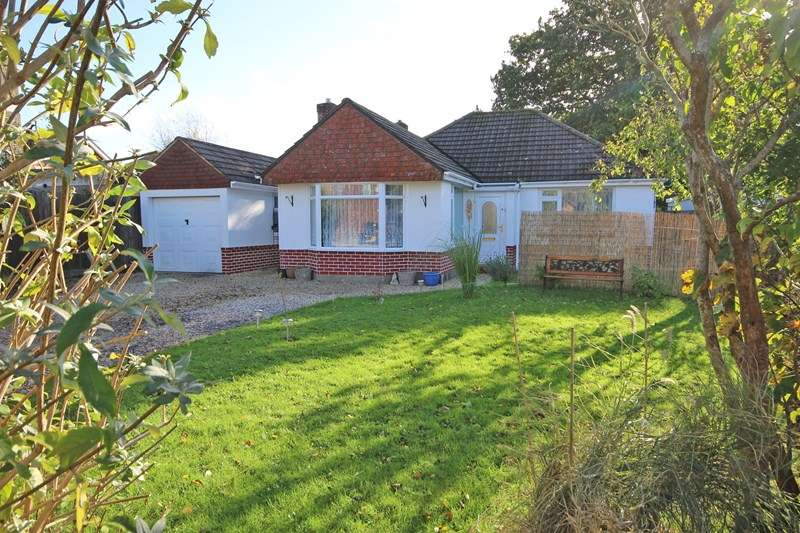 3 Bedrooms Detached Bungalow for sale in Heather Close, Walkford, Christchurch
