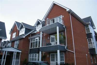 2 Bedrooms Flat for rent in Uplands Road, Totland