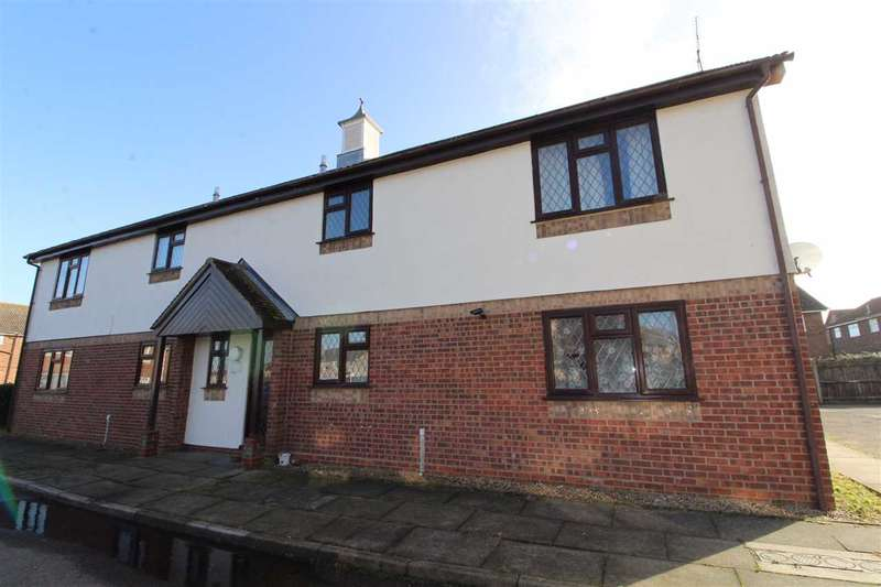 2 Bedrooms Apartment Flat for sale in Stour View Avenue, Mistley