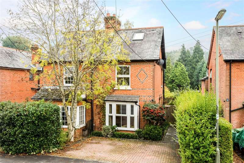 3 Bedrooms Semi Detached House for sale in Chertsey Road, Windlesham, Surrey, GU20