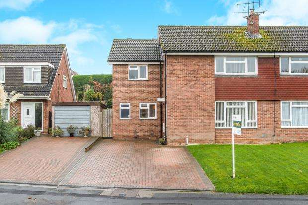 4 Bedrooms Semi Detached House for sale in Wrecclesham, Farnham, Surrey