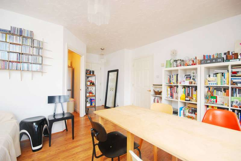 2 Bedrooms Flat for sale in Bishops Way, Bethnal Green, E2