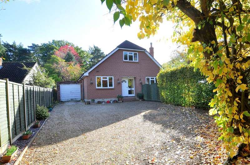 4 Bedrooms Detached Bungalow for sale in Ferndown, BH22