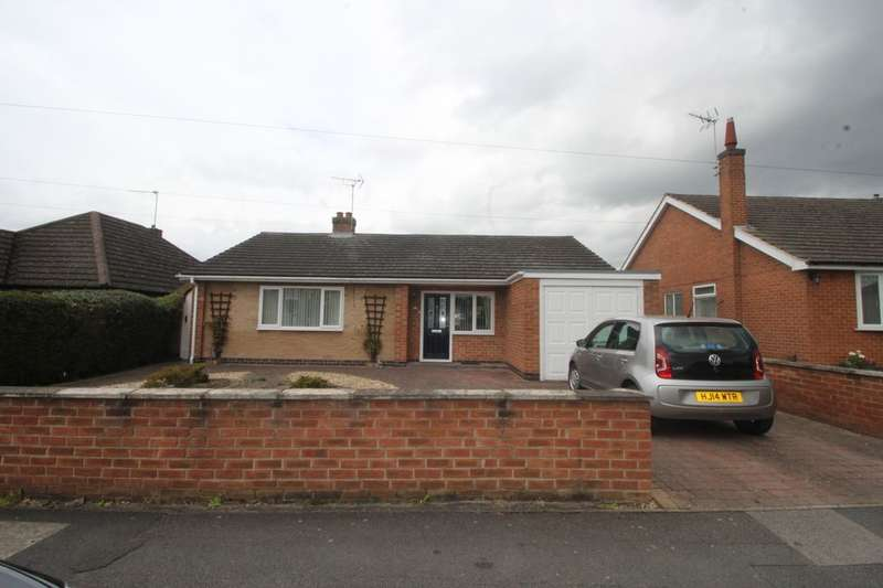 3 Bedrooms Detached Bungalow for sale in Churchill Drive, Stapleford, Nottingham, NG9