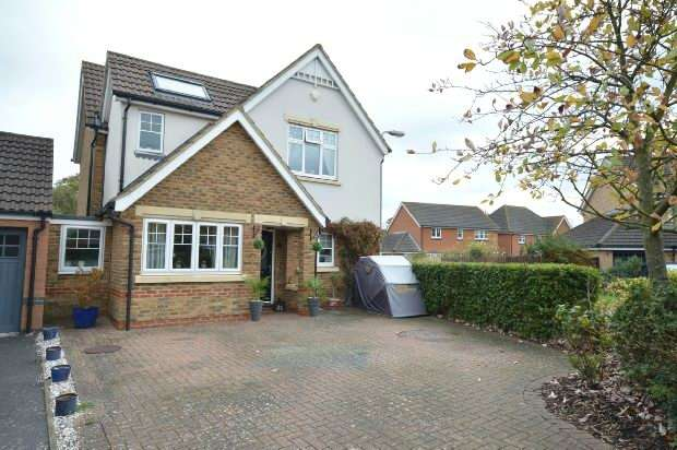 4 Bedrooms Detached House for sale in Charles Babbage Close, Chessington