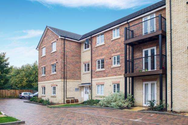 2 Bedrooms Flat for sale in 19 Winter Close, Epsom, Surrey