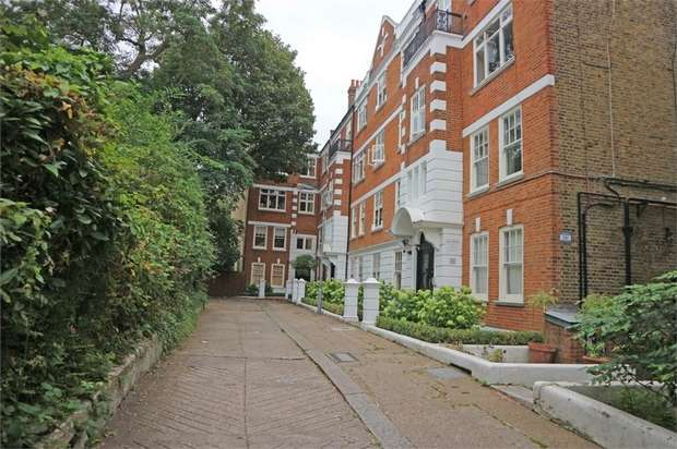 3 Bedrooms Flat for sale in Fulham Palace Road, London