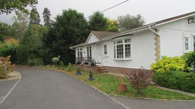 2 Bedrooms Park Home Mobile Home for sale in 16b The Wellingtonias, Warfield Park