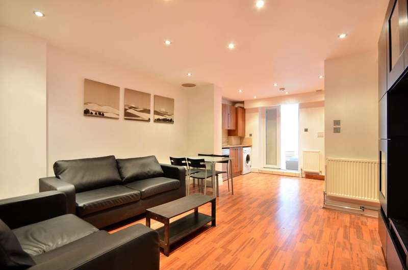 3 Bedrooms Flat for sale in Englewood Road, Clapham South, SW12
