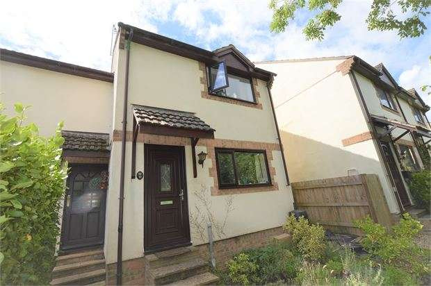 3 Bedrooms Semi Detached House for sale in Brookedor Gardens, Kingskerswell, Newton Abbot, Devon. TQ12 5JT