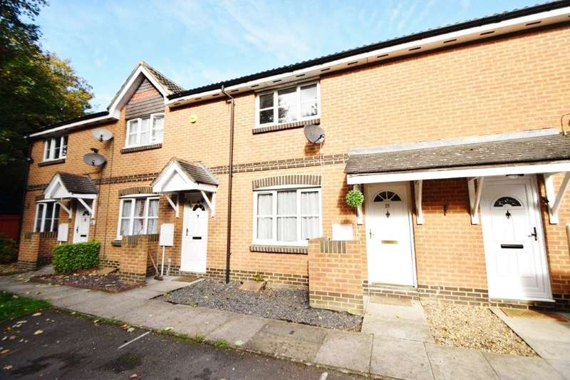 3 Bedrooms Terraced House for sale in Stranraer Gardens, Slough, SL1