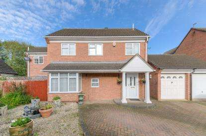 4 Bedrooms Detached House for sale in Denton Close, Kempston, Bedford, Bedfordshire