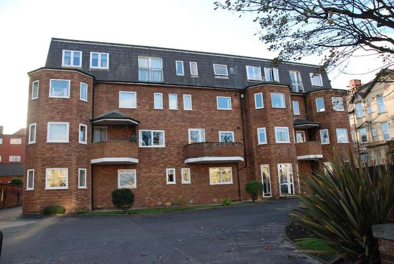 2 Bedrooms Flat for sale in Clifton Drive, St Annes, Lytham St Annes, Lancashire, FY8 2PQ