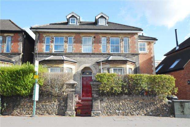 2 Bedrooms Apartment Flat for sale in Pavilion House, 52 Woodbridge Road, Guildford