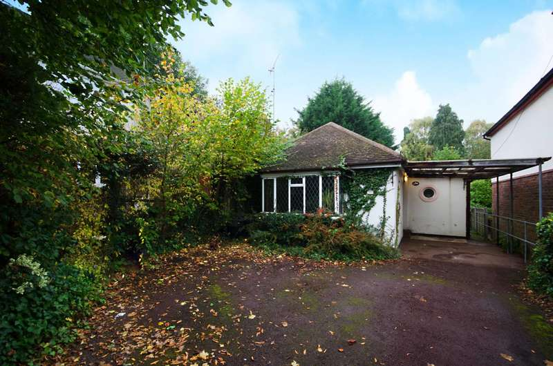 3 Bedrooms Bungalow for sale in Beechwood Road, Knaphill, GU21