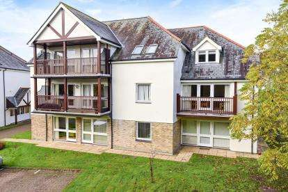 1 Bedroom Flat for sale in Sea Road, Carlyon Bay, St. Austell