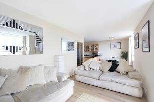 2 Bedrooms Flat for sale in Bramlands Close, London