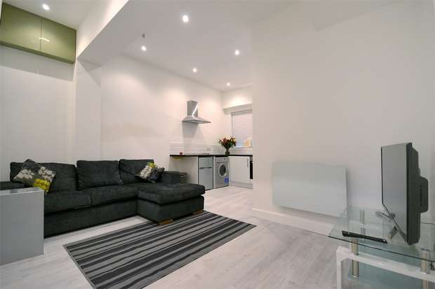 1 Bedroom Flat for sale in Pinner Road, NORTHWOOD, Middlesex