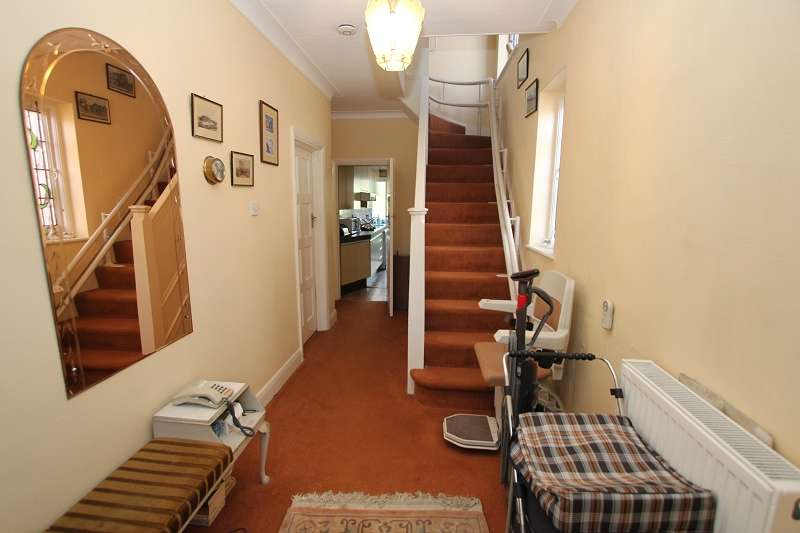 3 Bedrooms Semi Detached House for sale in Brook Avenue, Edgware, Greater London. HA8 9XF
