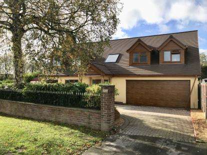 6 Bedrooms Detached House for sale in Northwood Lane, Clayton, Newcastle Under Lyme, Staffs