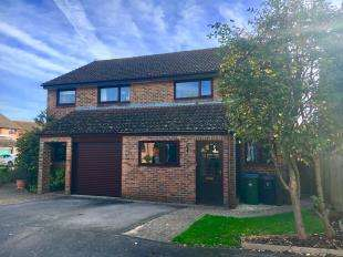 3 Bedrooms Semi Detached House for sale in Olivers Meadow, Westergate, Chichester, West Sussex