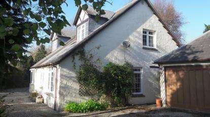 3 Bedrooms Detached House for sale in Wadebridge, Egloshayle, Cornwall