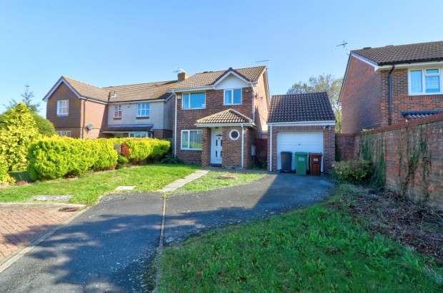 3 Bedrooms Detached House for sale in Hambleton Close, Eastbourne, BN23